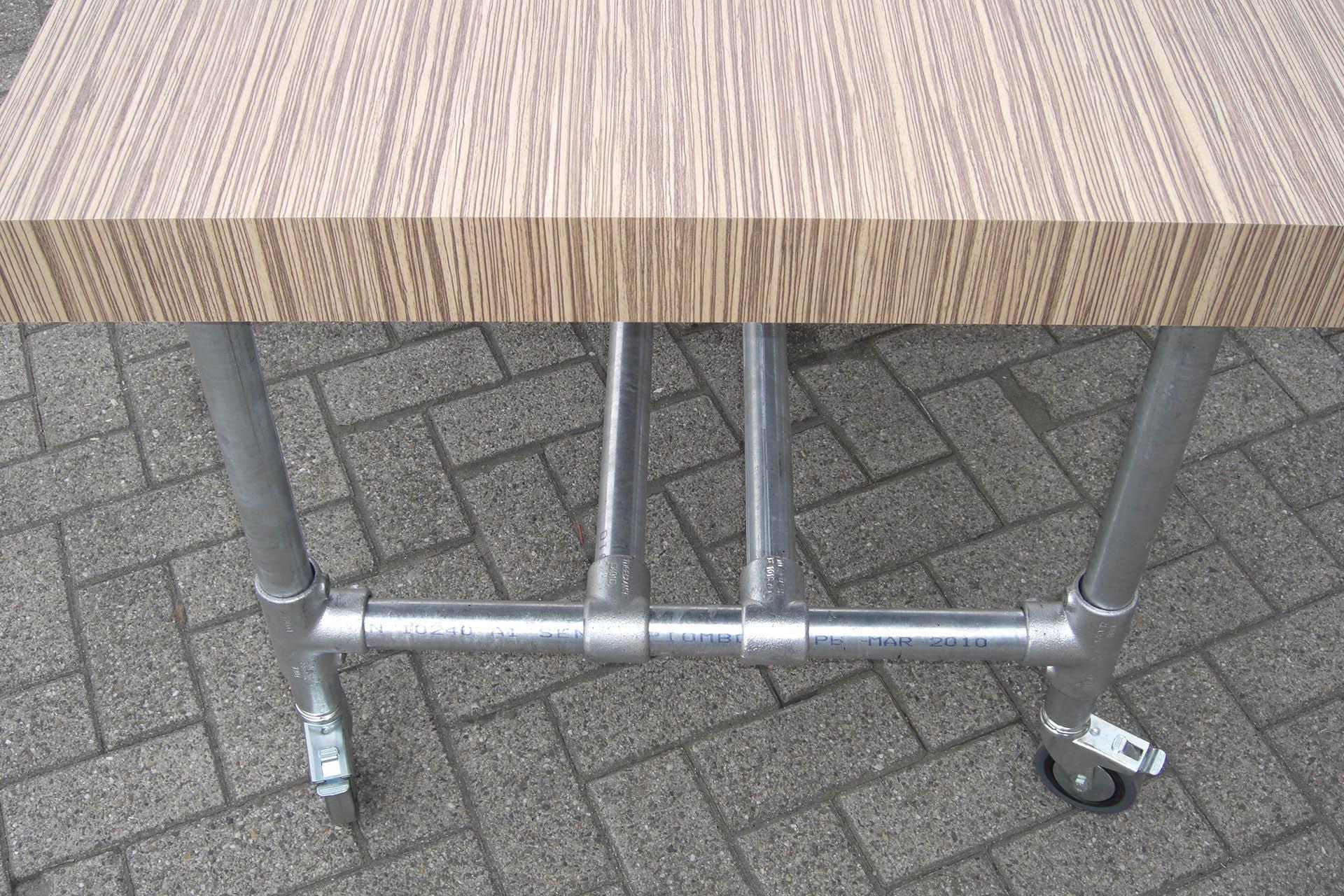 Tafel met buizenframe living wood meubels op maat