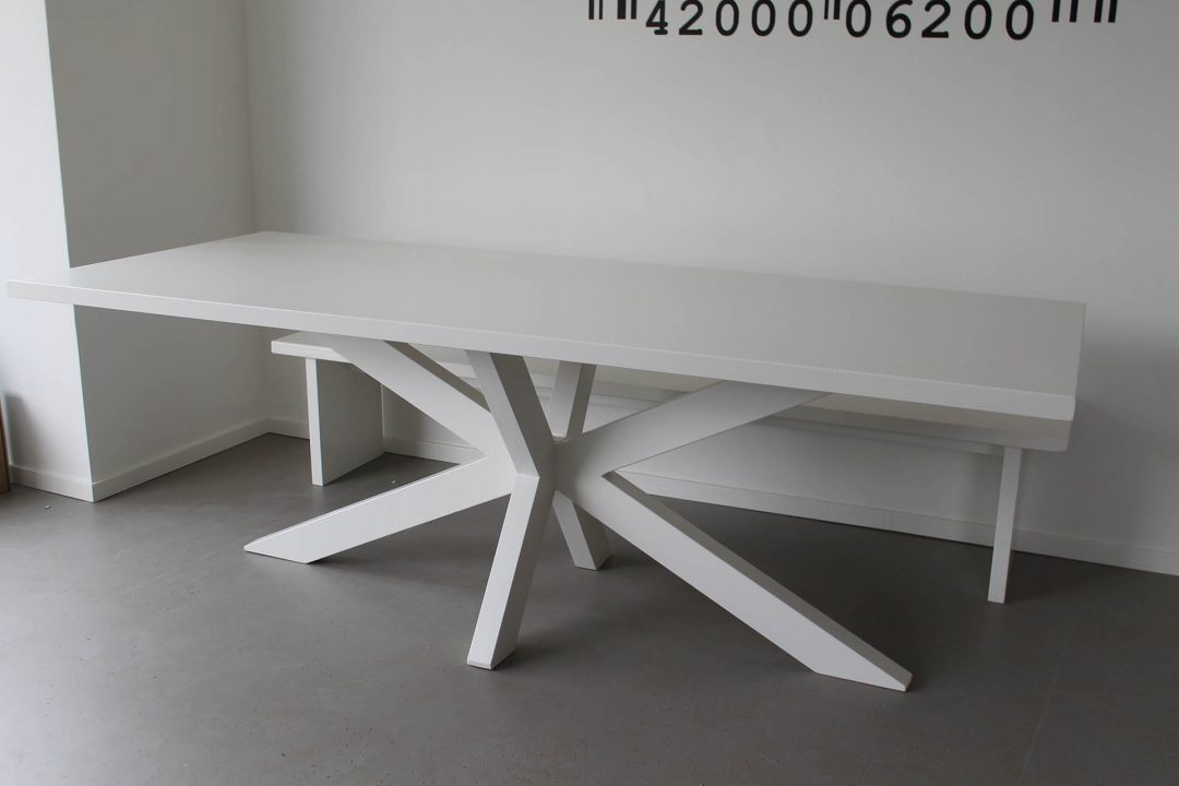 Kruispoot tafel wit