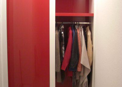Garderobekast en weggewerkte meterkast